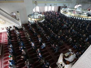 Yüksekova'da 34 Gün Sonra İlk Cuma Namazı