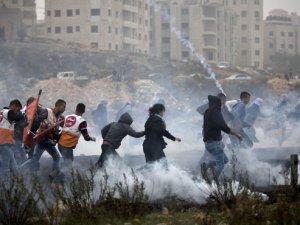 İşgalci İsrail Gazze'de Gösteri Yapan Filistinli Gençlere Saldırdı
