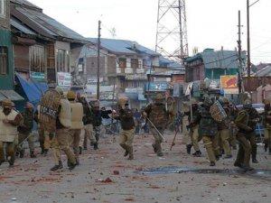 Keşmir'de Sokağa Çıkma Yasağı