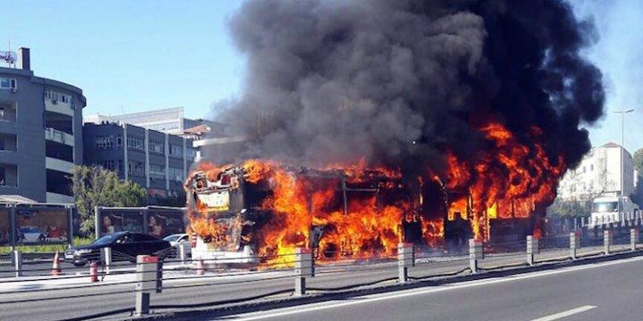 Topkapı Durağında Metrobüs Alev Alev Yandı!