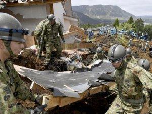 Japonya'da Binlerce Kişi Evlerini Terk Ediyor