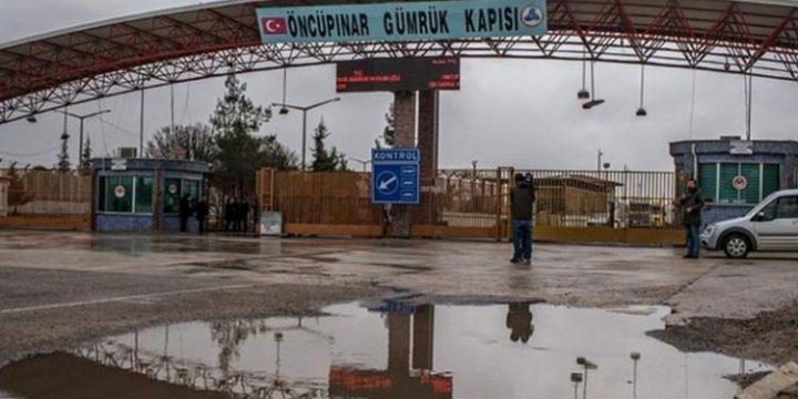 Saldırılardan Kaçan Binlerce Suriyeli Türkiye'ye Yöneldi
