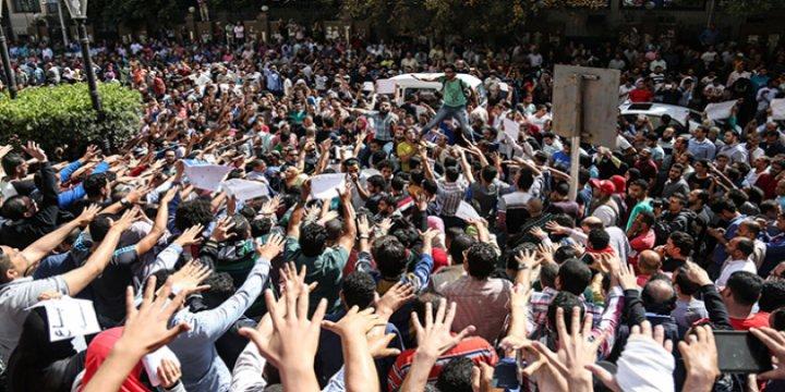 Sisi'nin Baskı ve Tehditlerine Rağmen Gösteriler Sürüyor