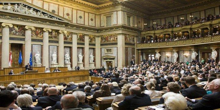 Avusturya'da Parlamento Mülteci Karşıtı Yasayı Onayladı
