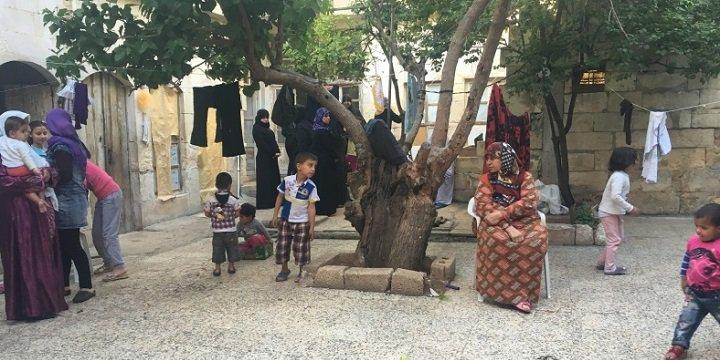 Kilis'e Atılan Roketler ve Suriyeli Kadınların Korkuları