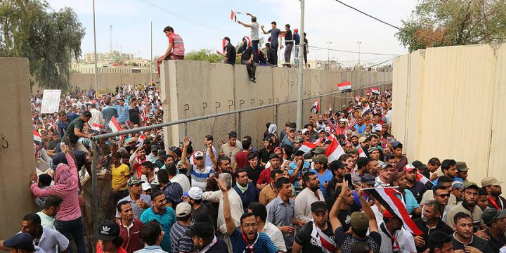 Sadr Yanlısı Göstericiler Parlamento Binasına Girdi