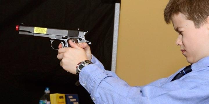 """""""ABD'de Bu Yıl En Az 23 Çocuk ya Kendisini ya da Bir Başkasını Silahla Vurdu"""""""