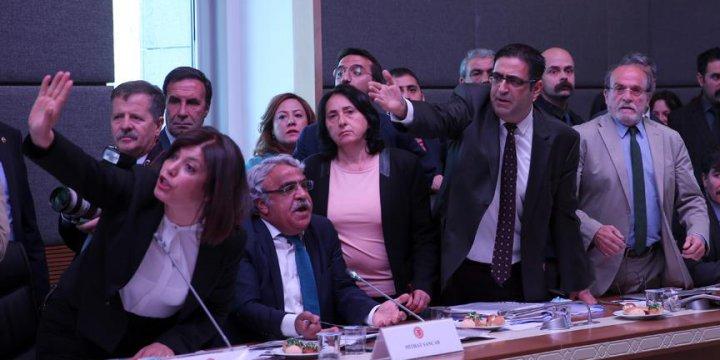 HDP'liler TBMM Anayasa Komisyonu'nu Terk Etti