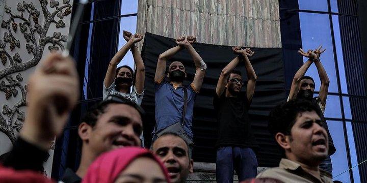 'Sisi Rejimi, İçeride ve Dışarıda Yeniden Kaybetti'