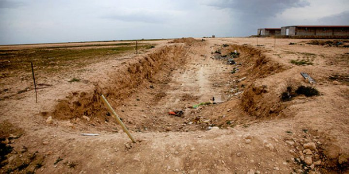 BM, Ramadi'de 50 Toplu Mezar Buldu