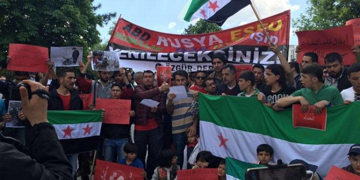 """Rus Elçiliği Önünde """"Halep'i Asla Teslim Etmeyeceğiz"""" Sesleri Yükseldi"""