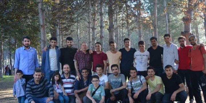 Genç Şahitler Öğrenci Kulübü Üyeleri Kır Gezisinde Buluştu