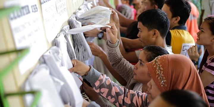Filipinler'de Halk Sandık Başında