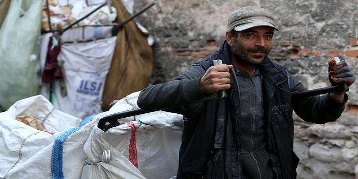 Beş Dil Bilen Suriyeli Kâğıt Toplayarak Geçiniyor