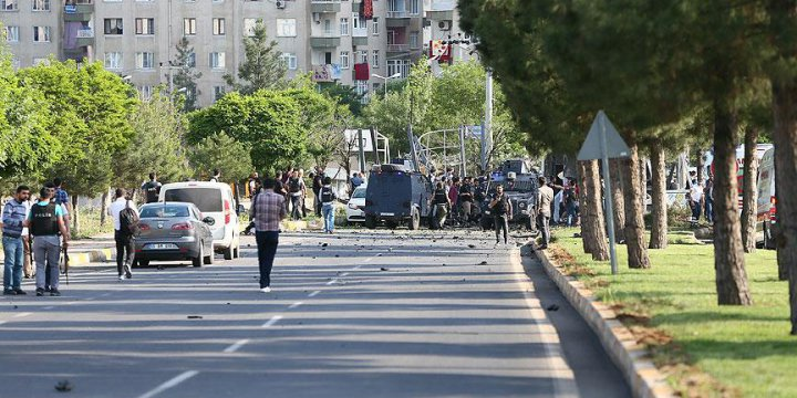 Diyarbakır'da Bombalı Araç Saldırısı: 3 Ölü, 45 Yaralı