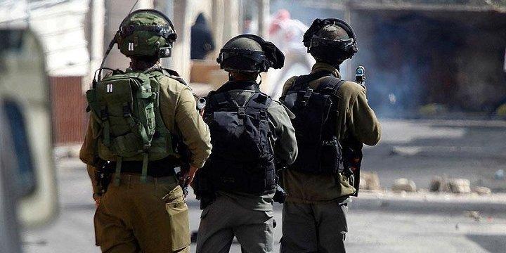 Batı Şeria'da 14 Filistinli Gözaltına Alındı