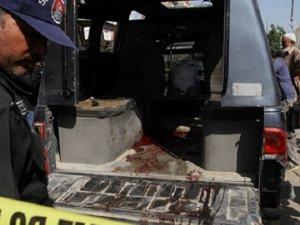 Pakistan'da Polis Aracına Bombalı Saldırı