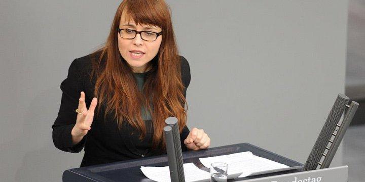 Cemile Yusuf: Müslüman Kadınlar Almanya'da Sokağa Çıkamıyor!
