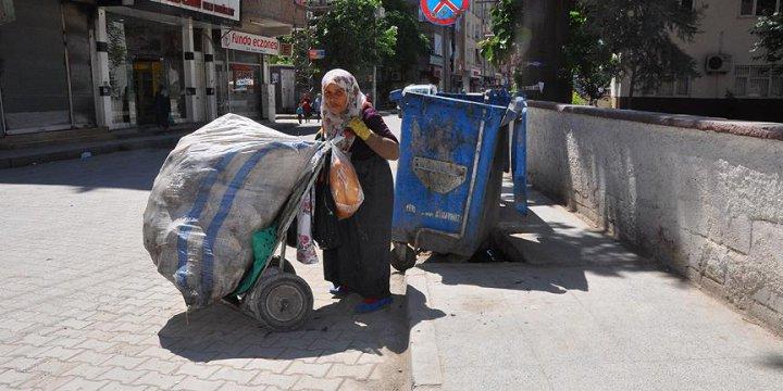 Suriyeli Babaanne Torunlarına Kol Kanat Geriyor