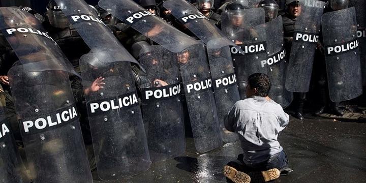Bolivya Polisi Engelli Protestoculara Müdahale Etti