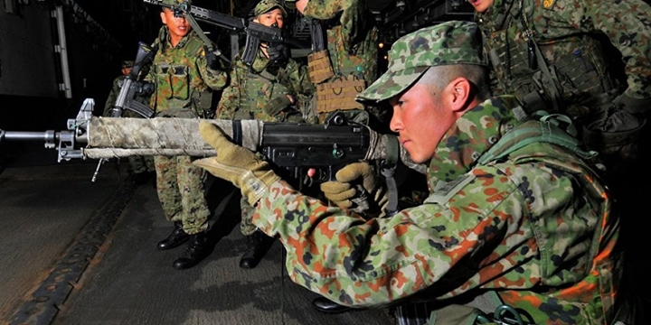 """Japonya'da Orduya Kuzey Kore'ye Karşı """"Hazırlıklı Olun"""" Talimatı"""