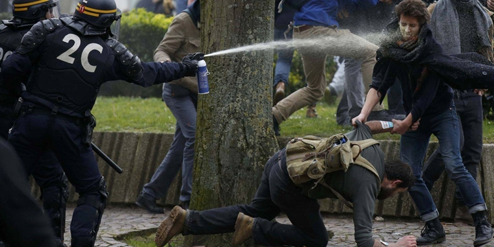 Fransa'da Protestolar Yayılarak Devam Ediyor