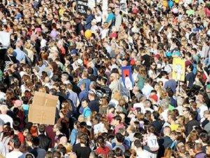 Hırvatistan'da Onbinlerce Kişiden Eğitim Protestosu
