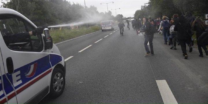 Fransız Polisi Göstericileri Yaraladı