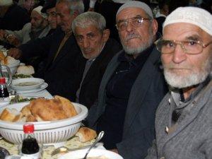 Özbekistan Toplu İftar Yapmayı Yasakladı!