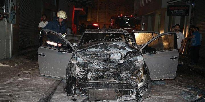 İstanbul'da 3 Otomobil ve Bir Hafriyat Tırı Kundaklandı