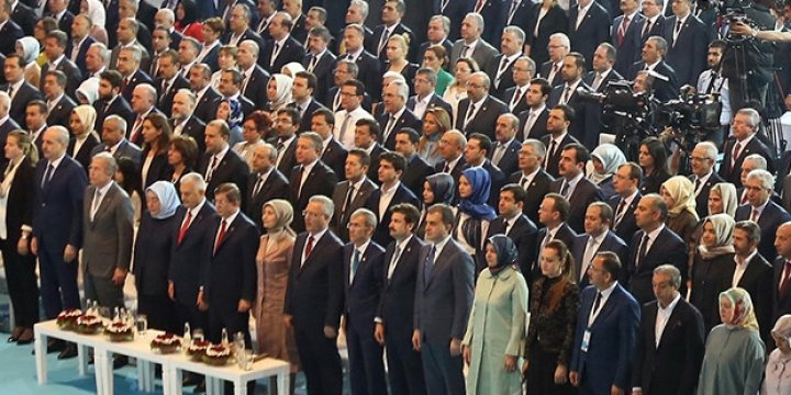Mehmet Ali Şahin Erdoğan'ın Mesajının Neden Ayakta Dinlendiğini Açıkladı