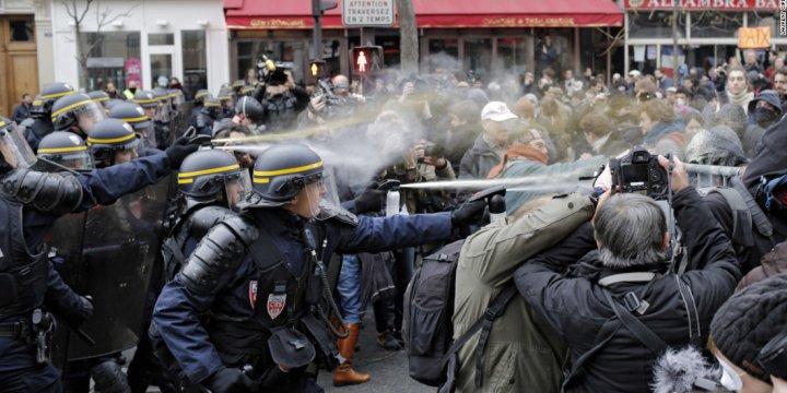 Paris'te Olaylı Irkçılık Karşıtı Gösteri