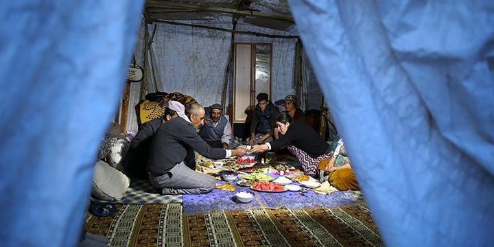 Yüksekovalılar İlk İftarı Çadırda Açtı
