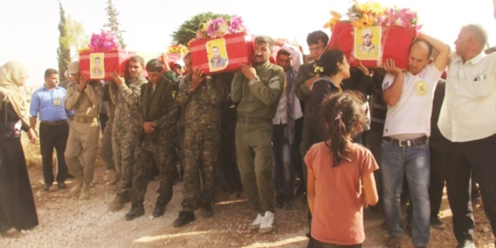PYD Bayrakları ve Öcalan Posterleriyle Cenaze Töreni!