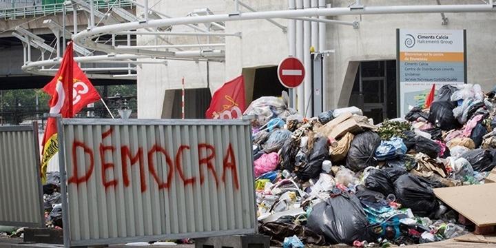 Paris Sokakları Çöpten Geçilmiyor