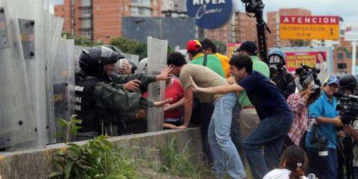 Venezuela'da Referandum İsteyen Muhaliflere Saldırı