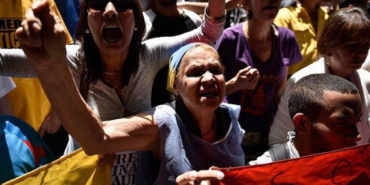 Venezuela'da Referandum Talebi Kabul Edildi