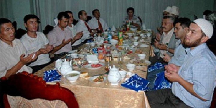 Özbekistan'da Toplu İftar Yasağı