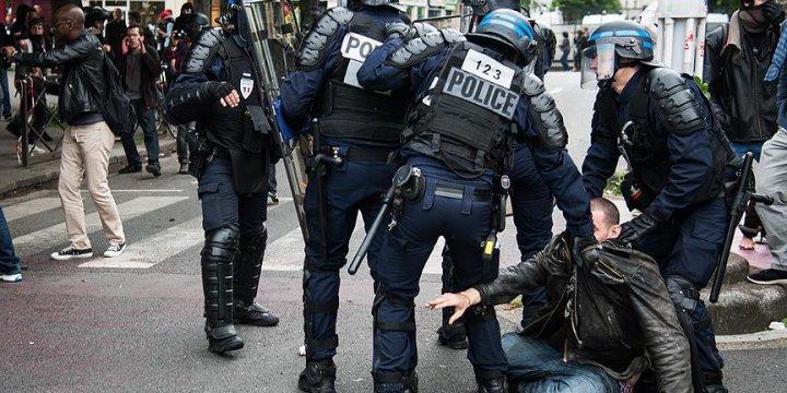 130 Kişiye Paris'teki Gösterilere Katılma Yasağı