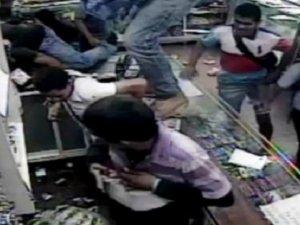Venezuela'da Aç Kalan Halk Marketleri Yağmaladı