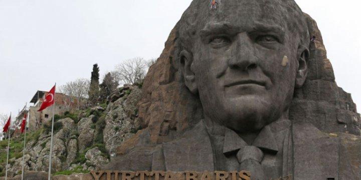 Siyasî Liderleri Putlaştırmak, Toplumu Köleleştirmektir!