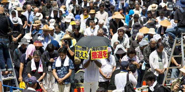 Japonlar ABD Üssüne Karşı Yürüdü