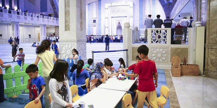 Çocuklar İçin Camide Oyun Alanı