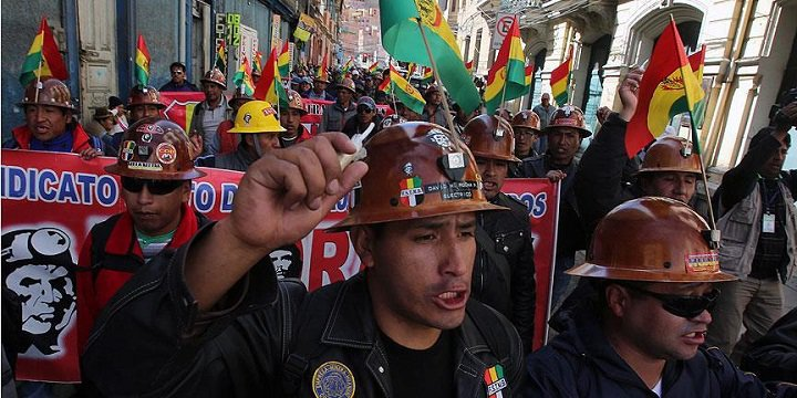 Bolivya'da Halk Sokaklara Döküldü