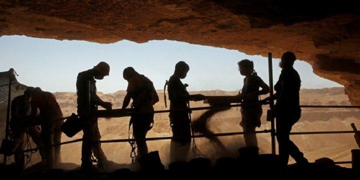 """Siyonist İsrail'in Kudüs'teki """"Gizli"""" Yer Altı Kazıları"""