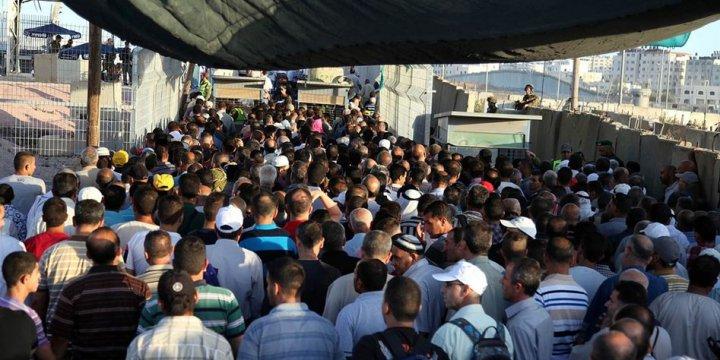 On Binlerce Filistinli İşgalcinin Engellemelerine Rağmen Aksa'ya Akın Etti