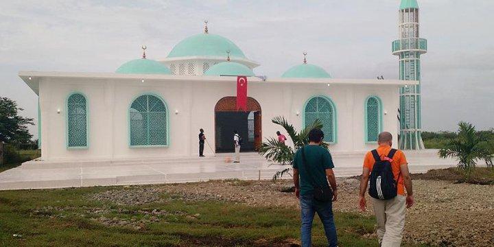 Haiti'nin İlk Minareli Camisi Boukman Buhara'da İbadete Açıldı