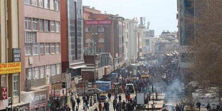 Sur'daki Vakıf Dükkânları Mağdur Esnaf İçin Aralık'a Kadar Kirasız