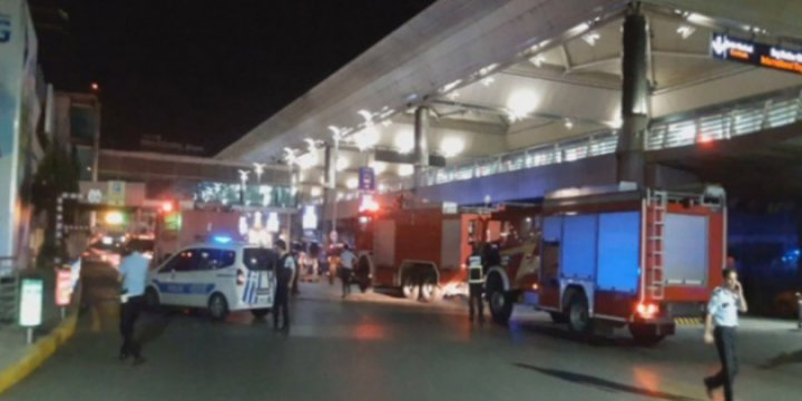 Atatürk Havaalanında 2 Patlama Oldu ve Çatışma Çıktı