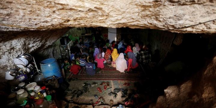 Suriye'de Mağarada Eğitim!